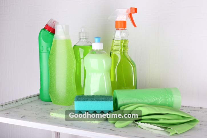 cleaning-products-on-shelf