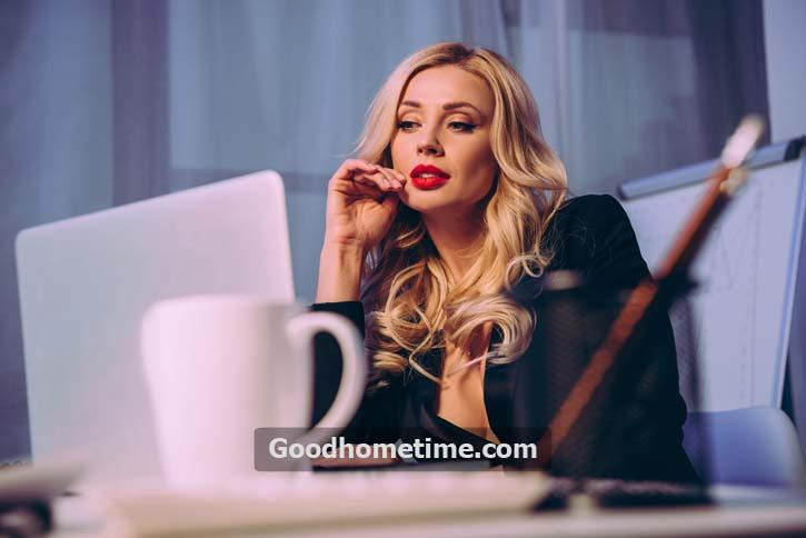 woman-sitting-looking-laptop