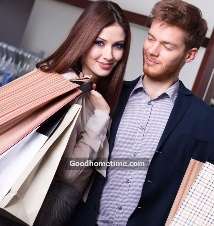 118.2. couple-goes-shopping